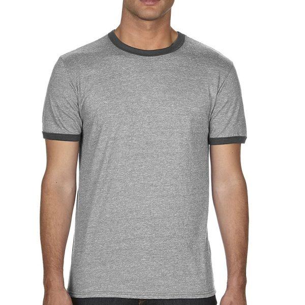 t-skjorte med kontrast og firmalogo