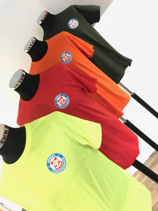 Fargede t-skjorter med trykk